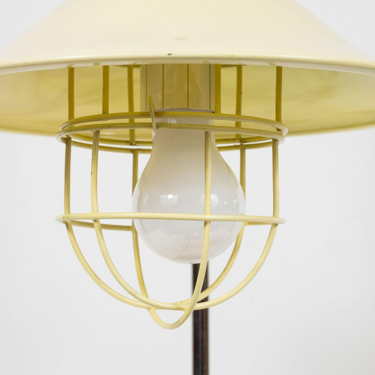 French Mid-Century Modern Chrome and Lemon Cream and Black Enamel Table Lamp For Sale 3