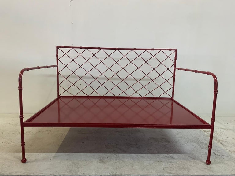 Powder-Coated French Mid-Century Modern Lattice-Design Settee For Sale