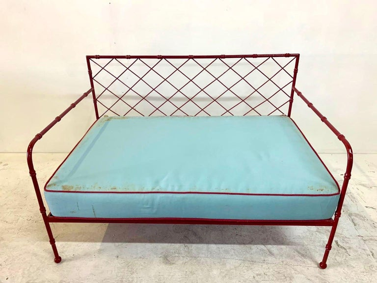 French Mid-Century Modern Lattice-Design Settee In Good Condition For Sale In East Hampton, NY