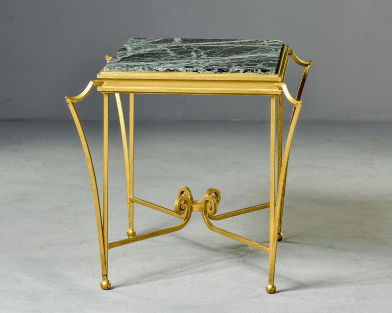 French Midcentury Side Table with Green Marble Top and Gilded Iron Frame For Sale 1