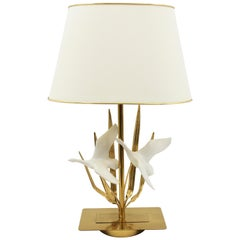 French Midcentury Flying Birds Resin and Brass Table Lamp, 1970s