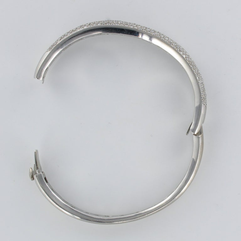 French Modern 3.58 Carat Diamond 18 Karat Gold Bangle Bracelet For Sale 8