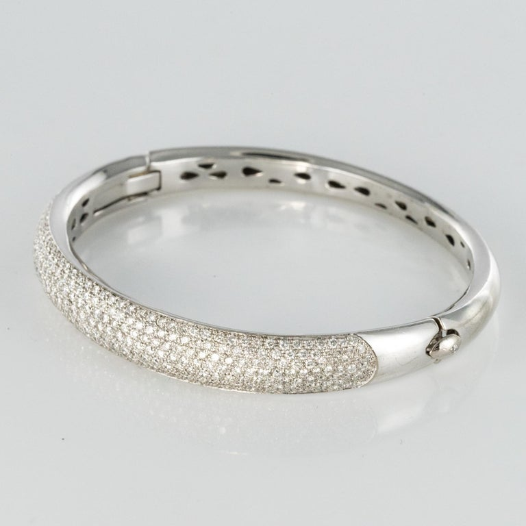 French Modern 3.58 Carat Diamond 18 Karat Gold Bangle Bracelet In Excellent Condition For Sale In Poitiers, FR