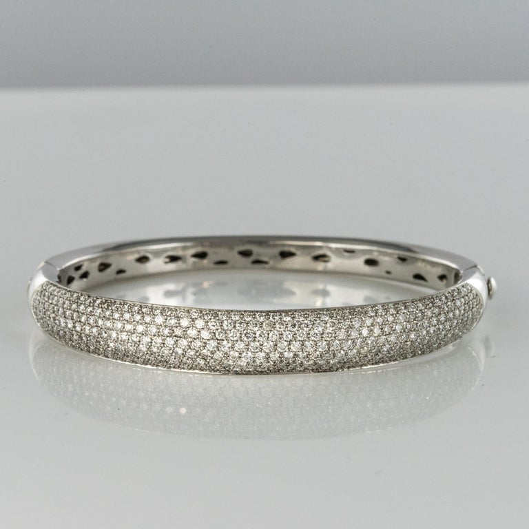 French Modern 3.58 Carat Diamond 18 Karat Gold Bangle Bracelet For Sale 4
