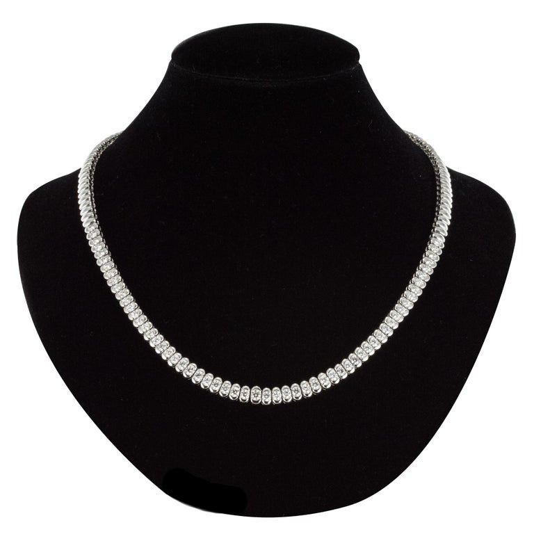 French Modern 4.72 Carat Diamond 18 Karat White Gold Necklace In Excellent Condition For Sale In Poitiers, FR