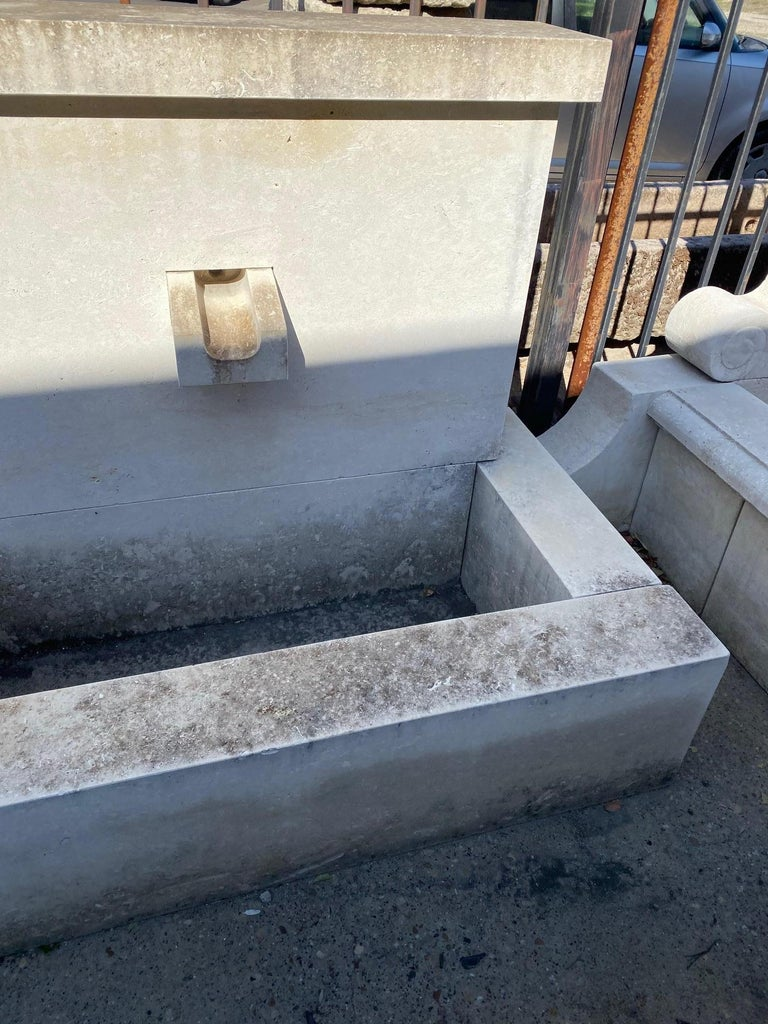 French Modern Limestone Fountain In Excellent Condition For Sale In Dallas, TX