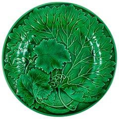 French Montereau Faïence Green Glazed Majolica Leaf Plate, circa 1890