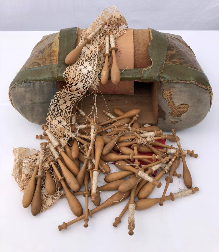 French Napoleon III Leather Lace Making Kit with Bobbins and Lace, Late 1800s In Good Condition For Sale In Petaluma, CA