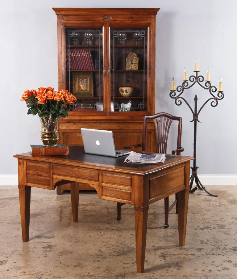 French Napoleon III Walnut Cabinet Bookcase, Late 1800s For Sale 12