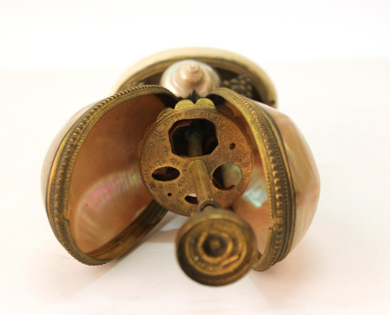 French Nautilus Shell and Ormolu Gilt Metal Mounted Egg-Shaped Mechanical Holder For Sale 6
