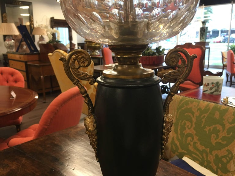 French Neoclassical Gilt Bronze Urn Form Table Lamps with Marble Base In Good Condition For Sale In Farmers Branch, TX