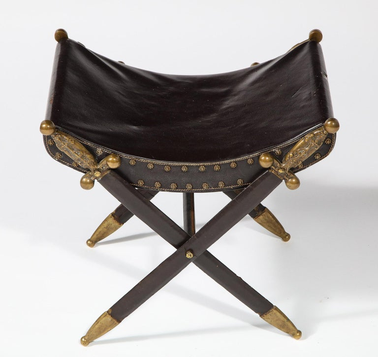 French Neoclassical Steel, Brass, and Leather Crossed Swords Bench In Good Condition For Sale In New York, NY