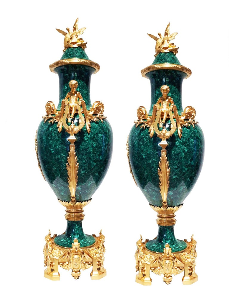 French Neoclassical Style Pair of Malachite and Ormolu Vases In Good Condition For Sale In London, GB
