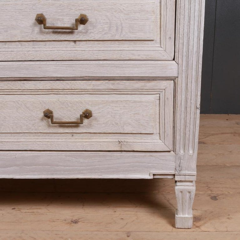French Oak Commode In Good Condition For Sale In Leamington Spa, Warwickshire
