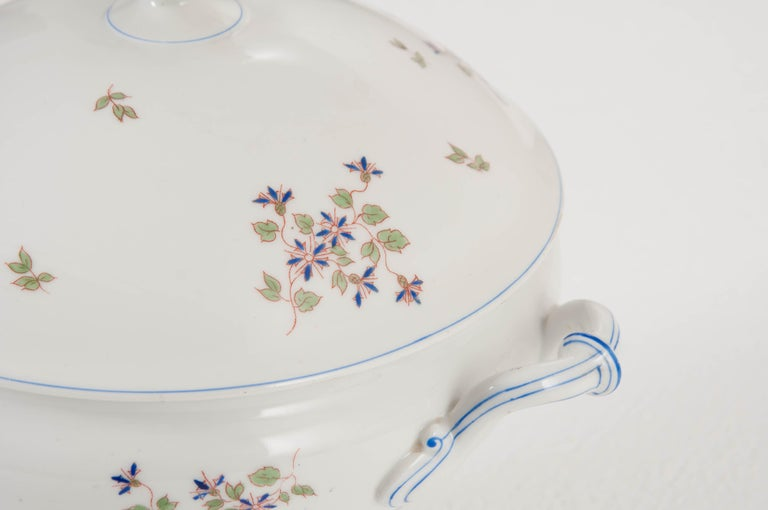 """20th Century French Old Paris Porcelain """"Cornflower"""" Pattern Tureen For Sale"""