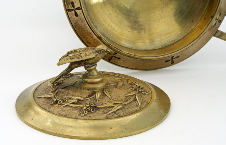 French Pair of Ormolu Bronze Twin Handled and Marble Mounted Lidded Tazzas For Sale 12
