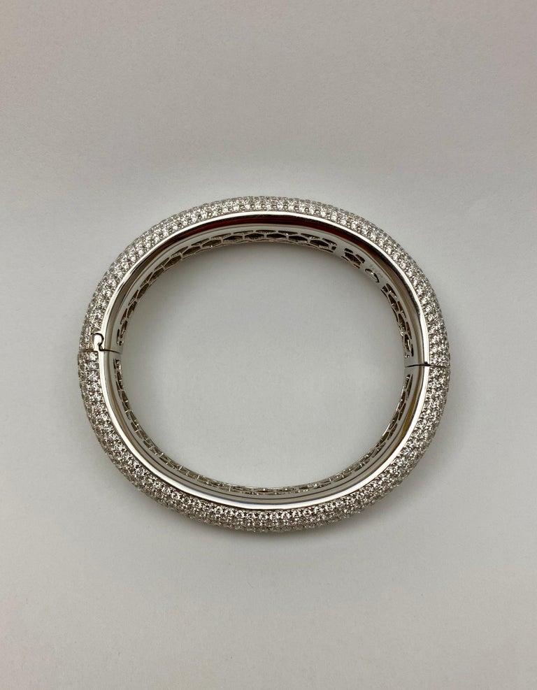 Round Cut French Pavé Diamond Gold Bangle For Sale