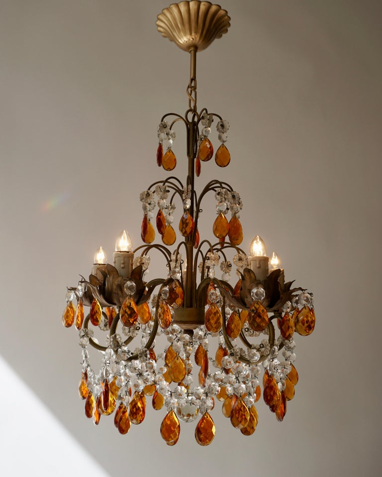 French Petit Amber and Crystal Beads Chandelier In Good Condition For Sale In Antwerp, BE