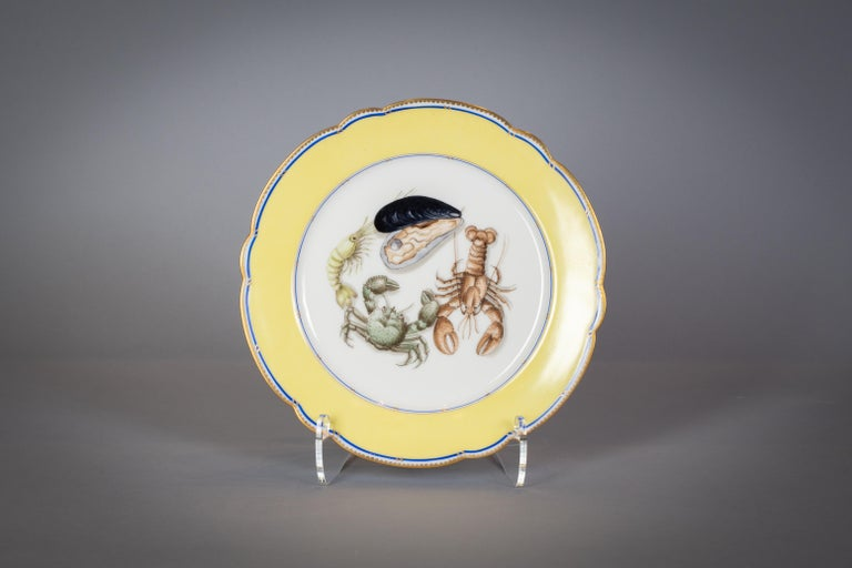 French Porcelain Dinner Plates and Soup Bowls, circa 1900 In Good Condition For Sale In New York, NY