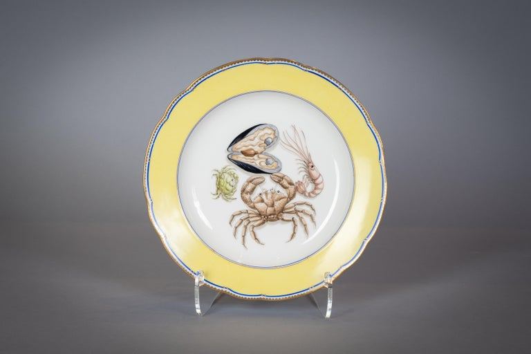 Early 20th Century French Porcelain Dinner Plates and Soup Bowls, circa 1900 For Sale