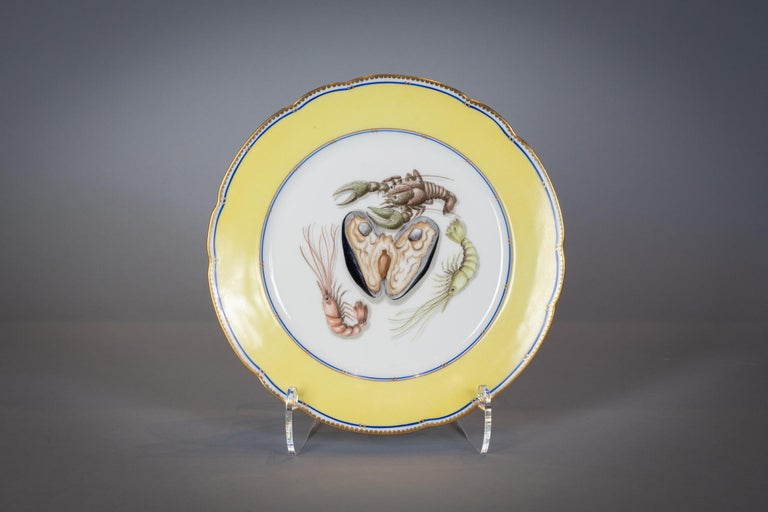 French Porcelain Dinner Plates and Soup Bowls, circa 1900 For Sale 4