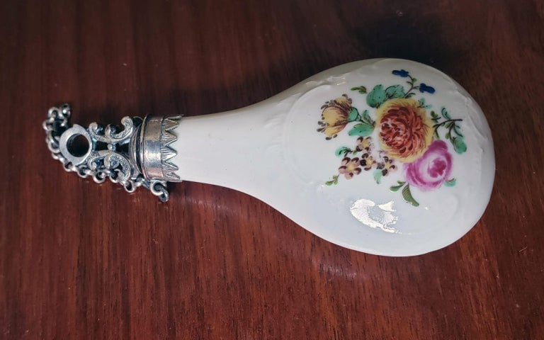 French Porcelain Perfume Bottle with Bouquets of Flowers, circa 1775 For Sale 1