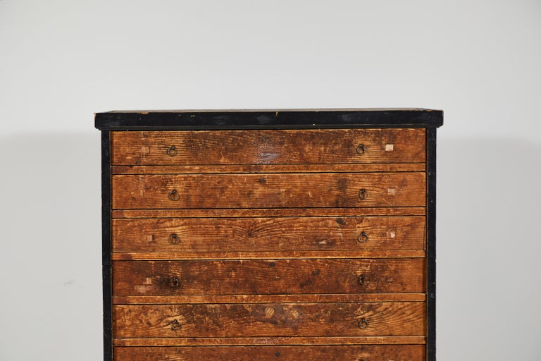 French Primitive Chest of Drawers In Good Condition For Sale In Los Angeles, CA