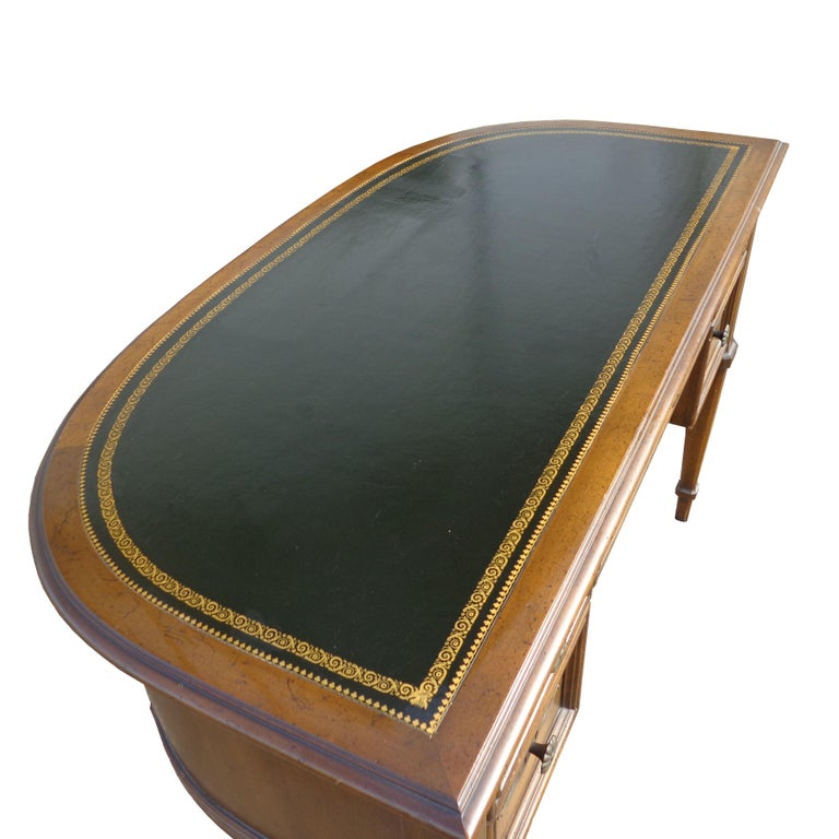 French Provencial Writing Desk by Sligh Furniture In Good Condition For Sale In Pasadena, TX