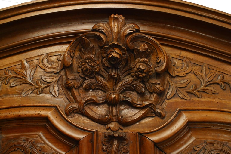 French Provincial 18th Century Walnut Armoire In Good Condition For Sale In New York, NY