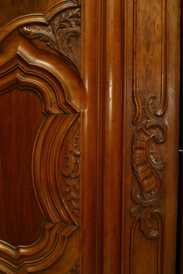 French Provincial 18th Century Walnut Armoire For Sale 1