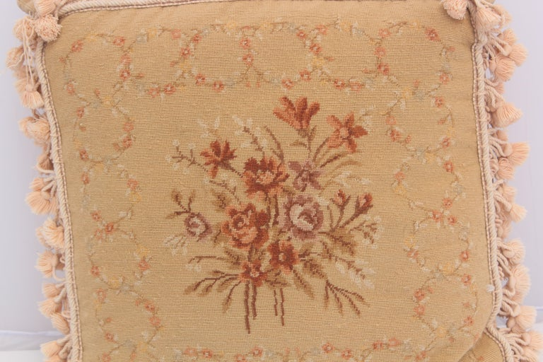 French Provincial Aubusson Style Throw Pillow In Good Condition For Sale In North Hollywood, CA