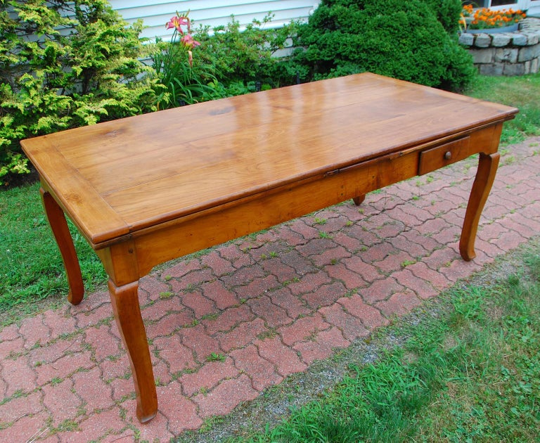French Provincial Cherry Farmhouse Extending Table with Cabriole Legs For Sale 6