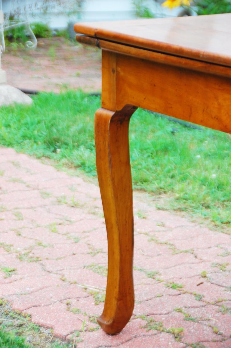 French Provincial Cherry Farmhouse Extending Table with Cabriole Legs For Sale 7