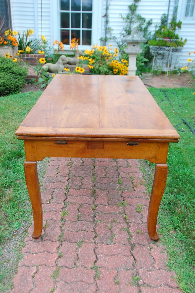 French Provincial Cherry Farmhouse Extending Table with Cabriole Legs For Sale 8