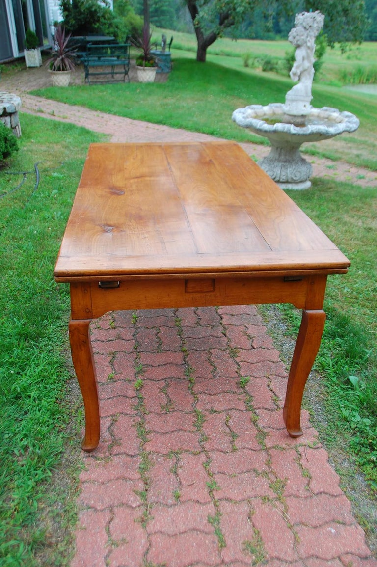 French Provincial Cherry Farmhouse Extending Table with Cabriole Legs For Sale 9