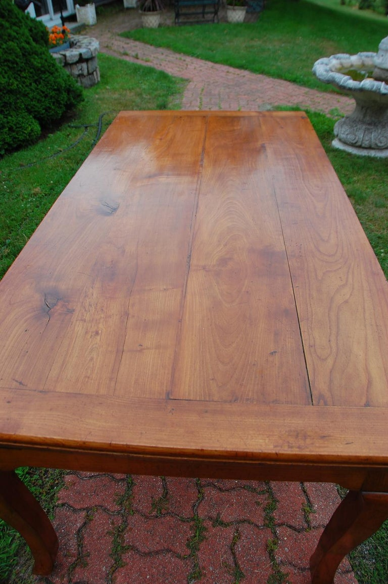 French Provincial Cherry Farmhouse Extending Table with Cabriole Legs For Sale 10