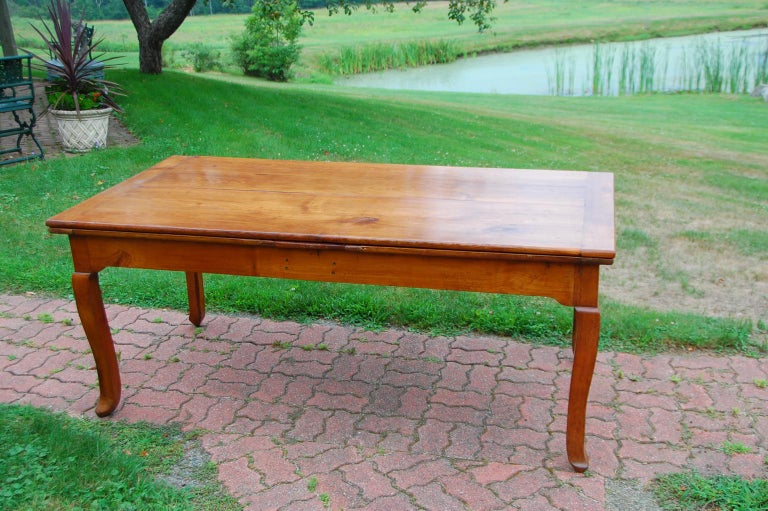 French Provincial Cherry Farmhouse Extending Table with Cabriole Legs For Sale 11