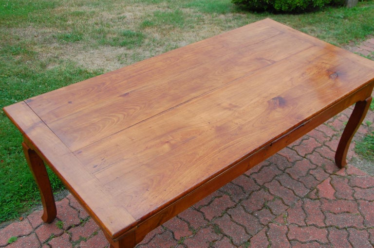 French Provincial Cherry Farmhouse Extending Table with Cabriole Legs For Sale 12