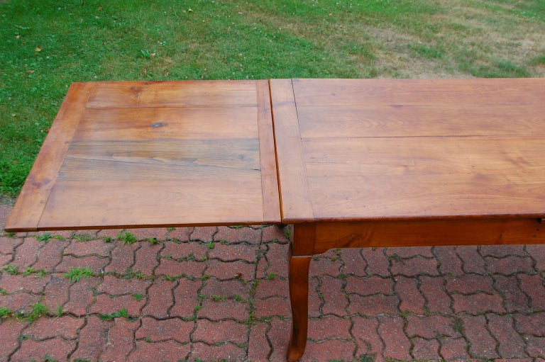 French Provincial Cherry Farmhouse Extending Table with Cabriole Legs For Sale 13