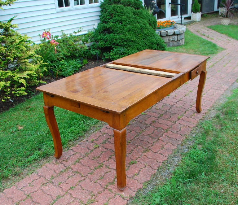 French Provincial Cherry Farmhouse Extending Table with Cabriole Legs For Sale 4