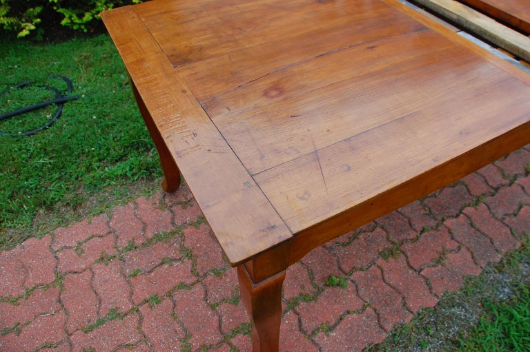 French Provincial Cherry Farmhouse Extending Table with Cabriole Legs For Sale 5