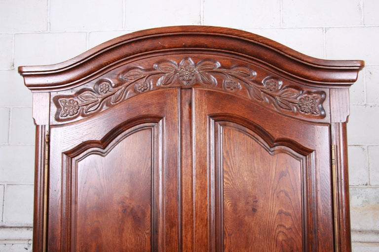 French Provincial Louis XV Oak Armoire Dresser by Hickory In Good Condition For Sale In South Bend, IN
