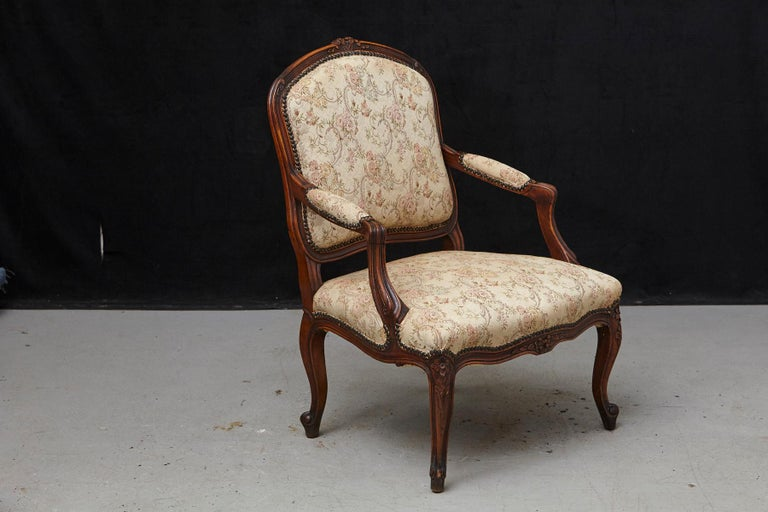 French Provincial Louis XV Style Walnut Fauteuil with Nailhead Trim, circa 1930s In Good Condition For Sale In Weston, CT