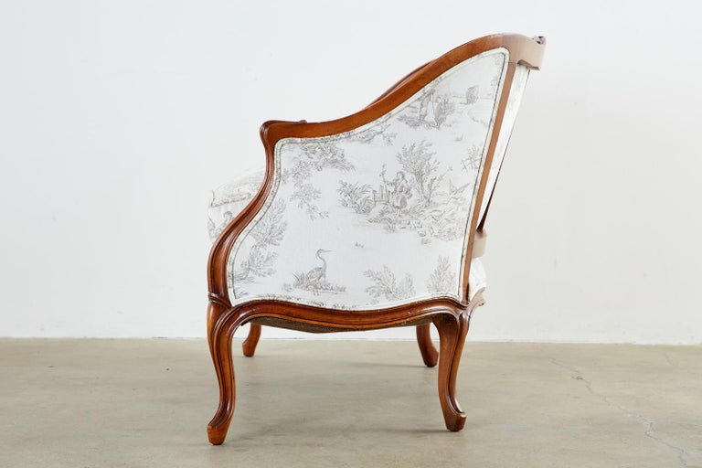 French Provincial Style Walnut Toile De Jouy Settee In Good Condition For Sale In Rio Vista, CA