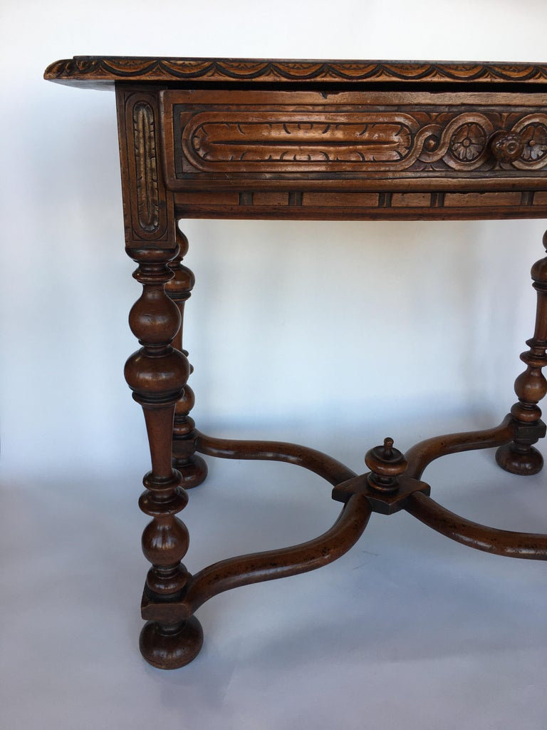 French Provisional table, walnut, late 18th century.