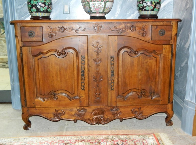 French Provincial Walnut Buffet with Drawers and Storage, 19th Century For Sale 4