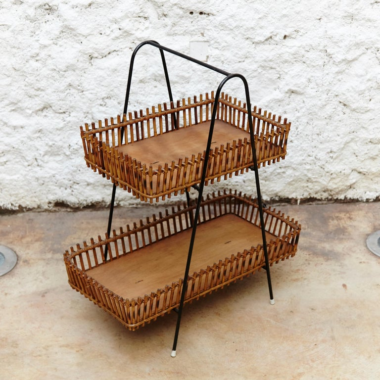 French Rattan and Black Metal Mid-Century Modern Magazine Holder, circa 1950 In Good Condition For Sale In Barcelona, Barcelona