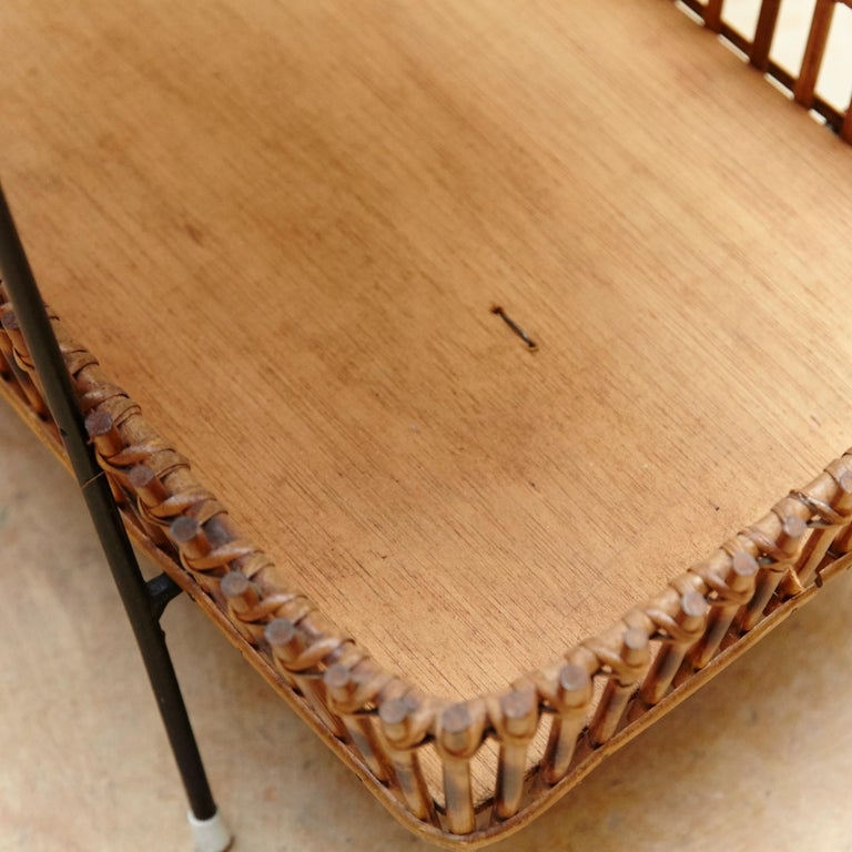 French Rattan and Black Metal Mid-Century Modern Magazine Holder, circa 1950 For Sale 4
