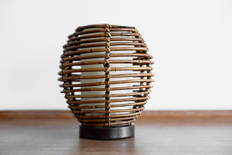 French Rattan Table Lamp In Good Condition For Sale In Los Angeles, CA
