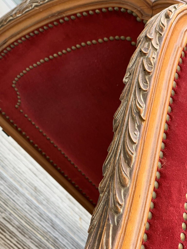 French Red Velvet Three-Panel Screen Adorned with Antique Brass Tacks In Good Condition For Sale In Miami, FL